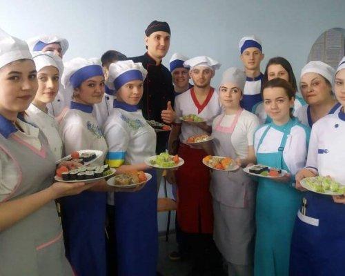 Майстер-клас з приготування суші та ролів у Бердянському економіко-гуманітарному коледжі